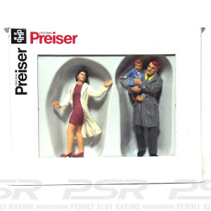 Preiser Couple with Child PZ-63096